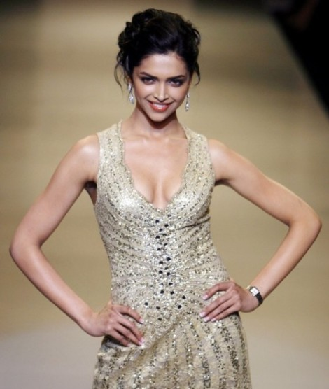 deepika-padukone-at-lakme-india-fashion-week-2009
